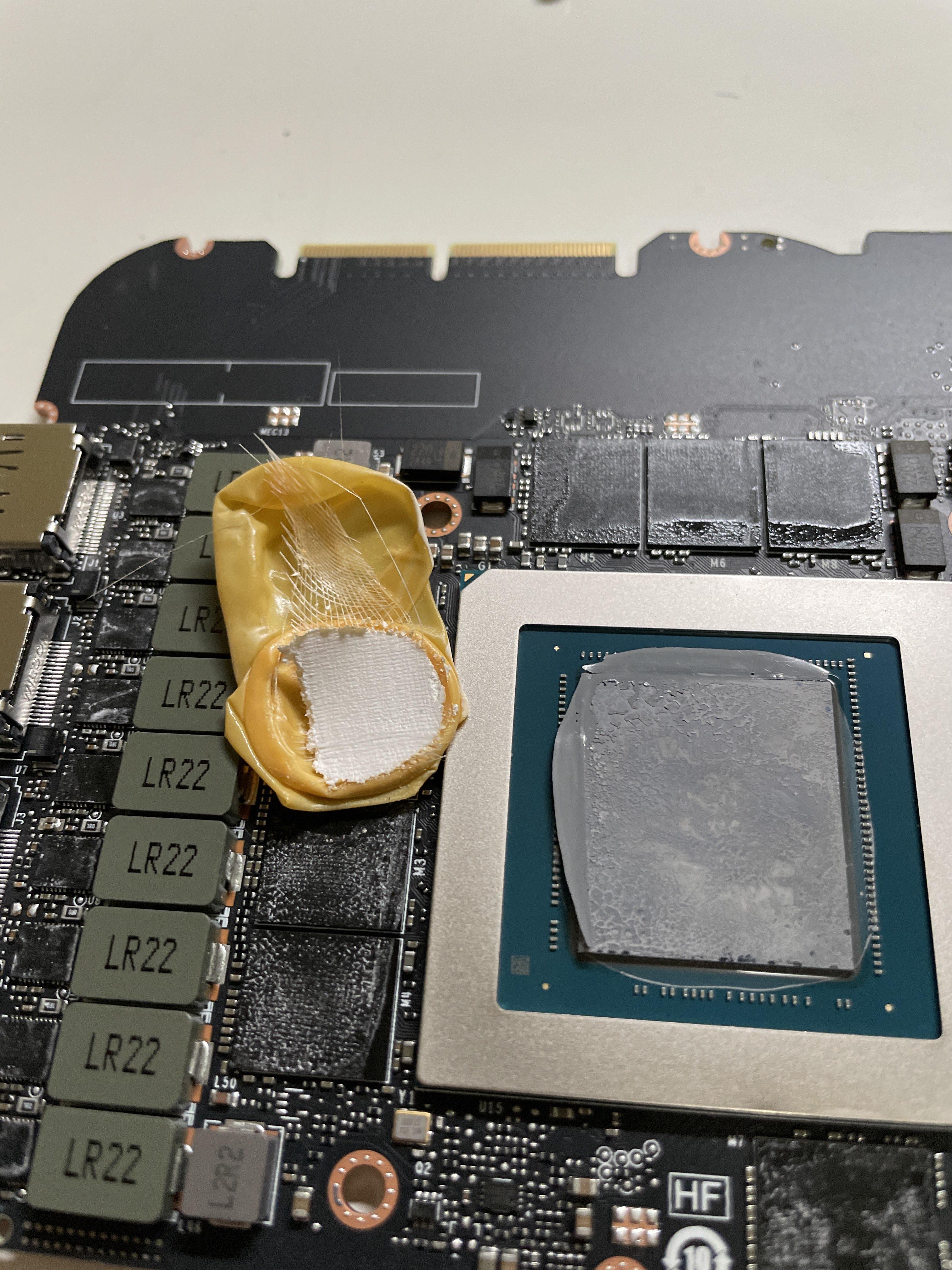 Неудачливый пользователь нашел остаток перчатки в новой RTX 3090