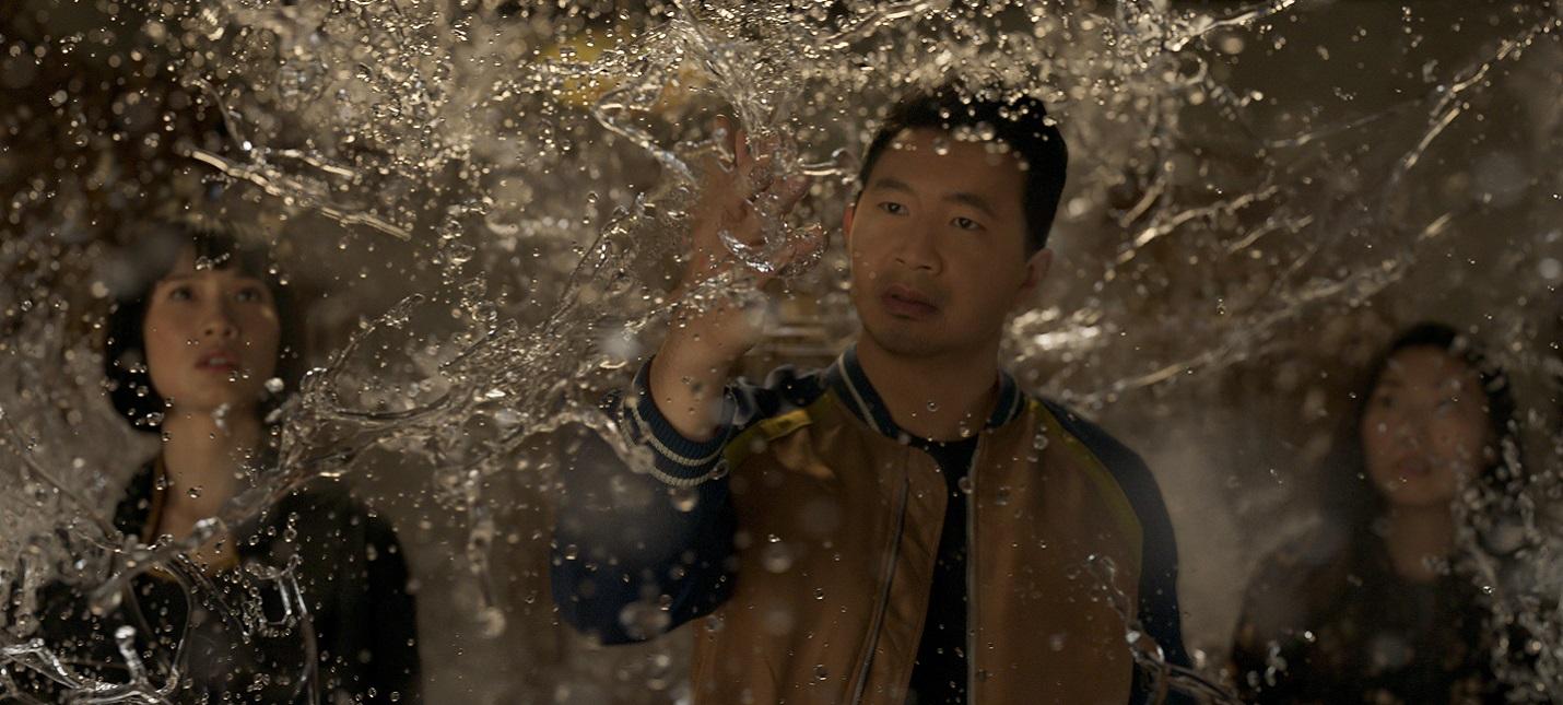 Box Office Шан-Чи и легенда десяти колец лидирует по сборам, но проигрывает Черной Вдове