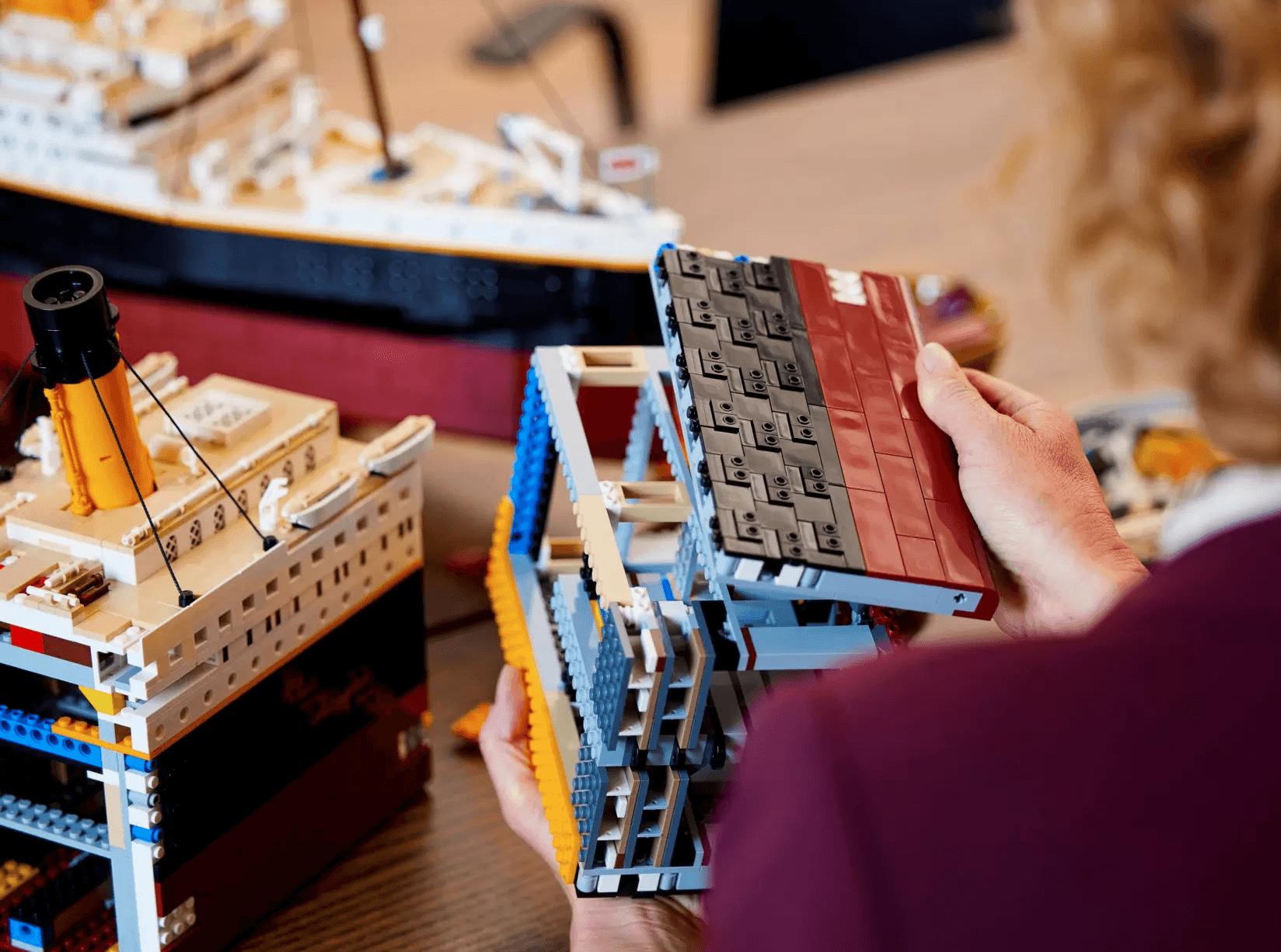 """LEGO представила набор """"Титаник"""": 9000 деталей и 1.3 метра длиной"""