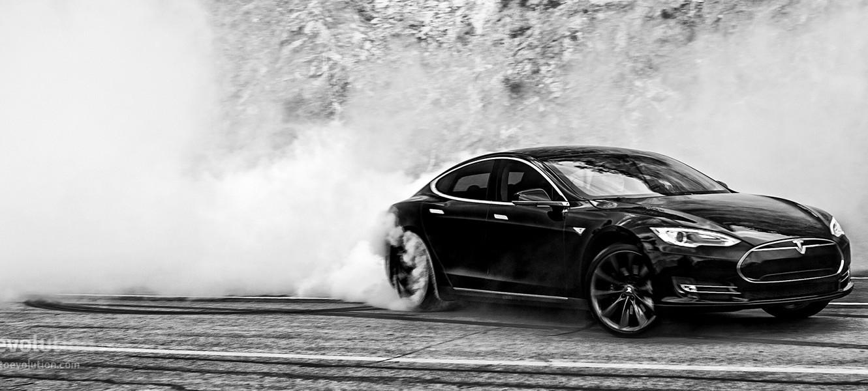 Абсурдный Режим Tesla Model S оправдал себя в дрэг-рейсинге