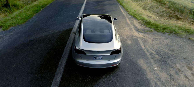 """Илон Маск представил """"бюджетную"""" Tesla Model 3"""