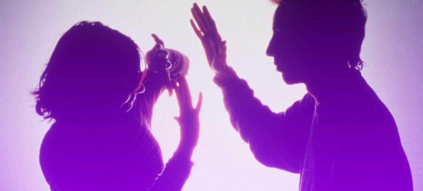 Twitch-стример признал обвинения в домашнем насилии, совершенное в прямом эфире
