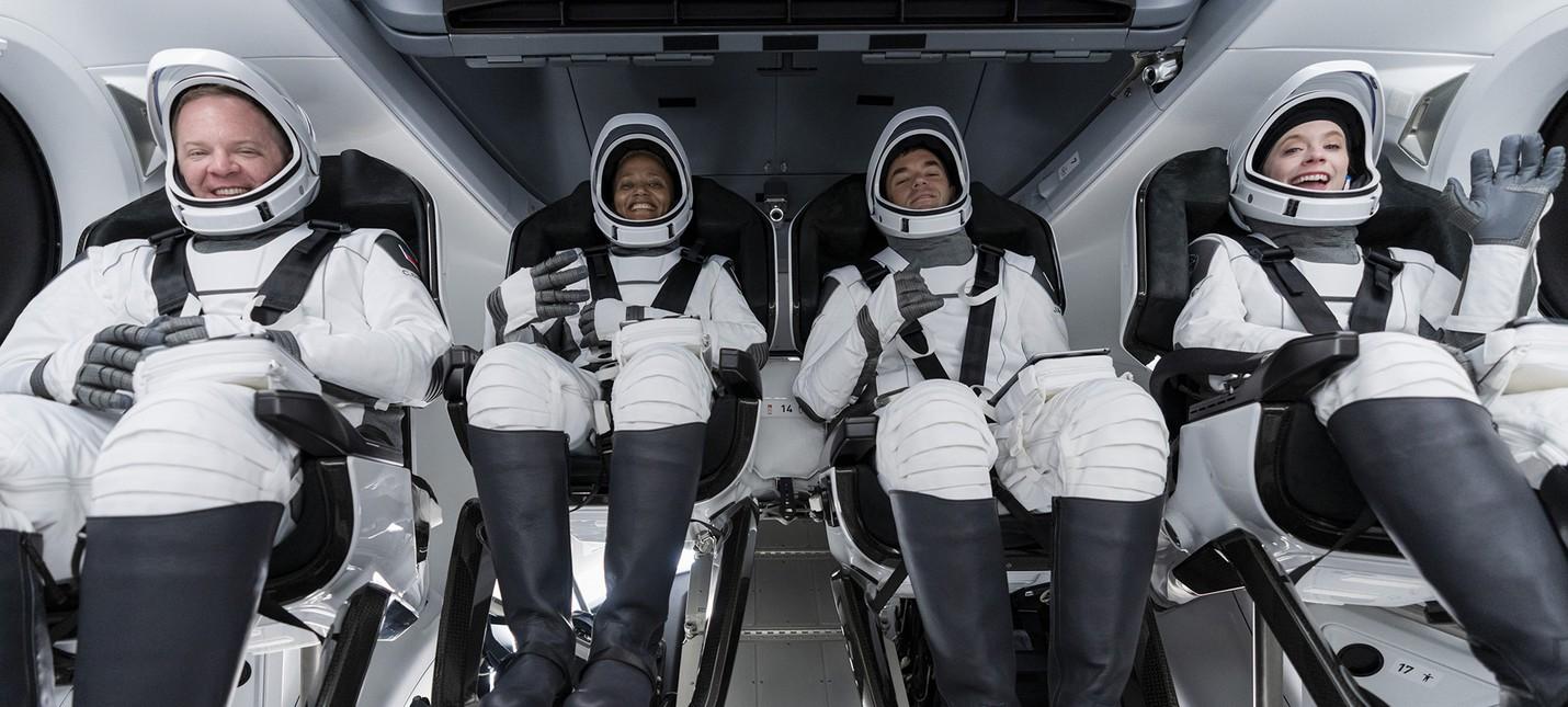 Прямой эфир с запуска аппарата SpaceX Crew Dragon  на борту полностью гражданская команда