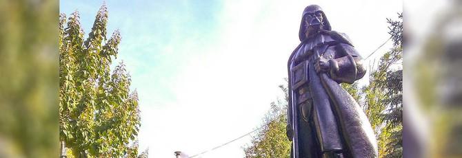 Статую Ленина в Украине переделали в статую Дарта Вейдера