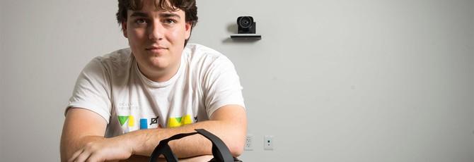 Основатель Oculus Палмер Лаки уходит из Facebook