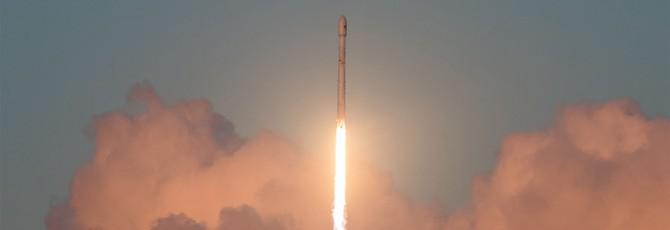 Новая посадка SpaceX закончилась успешно, но с небольшим пожаром
