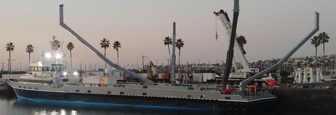 SpaceX попыталась поймать носовую часть ракеты в сеть, но промахнулась