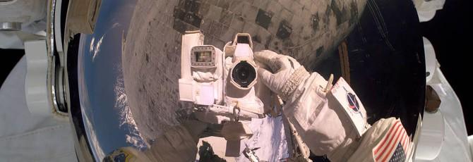 """Астронавт хотел снять видео в открытом космосе, но """"забыл дома"""" карту памяти"""