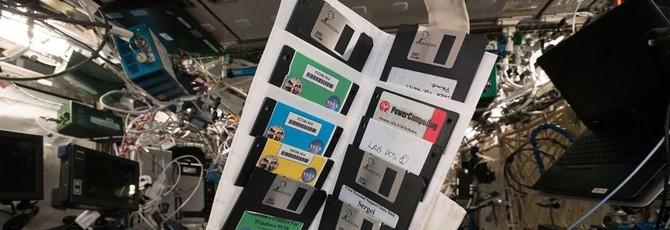Немецкий космонавт нашёл на МКС множество дискет