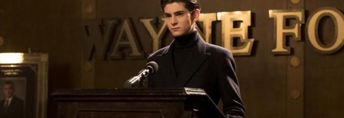 """Слух: Первый взгляд на костюм Бэтмена из сериала """"Готэм"""""""