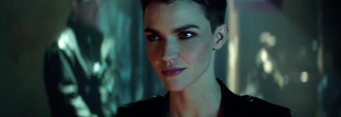 Новый тизер Batwoman призывает игнорировать советы мужчин