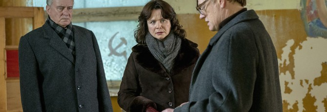 """Сцены из сериала """"Чернобыль"""" сопоставили с документальным фильмом о катастрофе"""