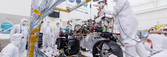 """Инженеры NASA установили """"ноги"""" и колеса на новый марсианский ровер"""
