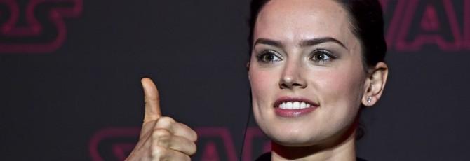 Слух: Warner Bros. считает Дейзи Ридли фавориткой на роль Бэтгерл