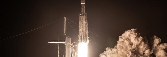Посмотрите, как SpaceX ловит носовую часть ракеты Falcon Heavy на корабле в море