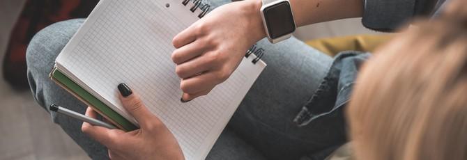 Великобритания хочет запретить ношение часов на экзаменах