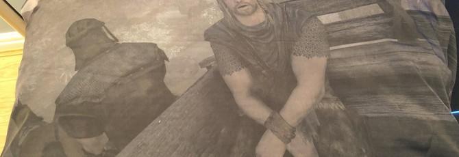 Фанат создал подушку с принтом вступительной сцены из Skyrim