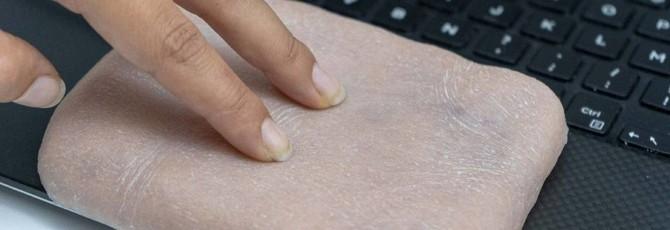 Ученые создали чехол для смартфона из искусственной человеческой кожи