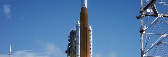 """Инженеры NASA показали испытание """"самой мощной ракеты в истории"""""""