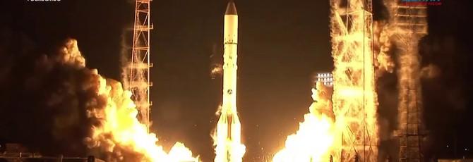 «Протон-М» с метеоспутником вывезли на стартовый комплекс Байконура