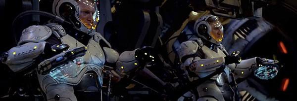 """Гильермо дель Торо объясняет зачем гигантским роботам два """"пилота"""""""
