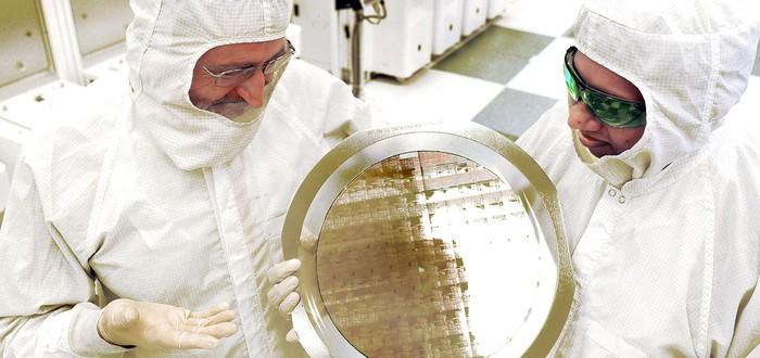 Новый чип IBM в 4 раза мощней современных процессоров