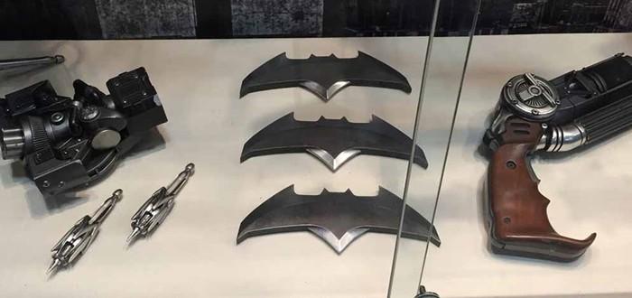 Костюмы и гаджеты из Batman v Superman на Comic Con 2015