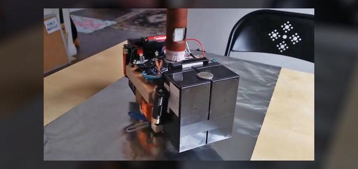 Парень сделал электромагнитный молот Тора, который может поднять только он