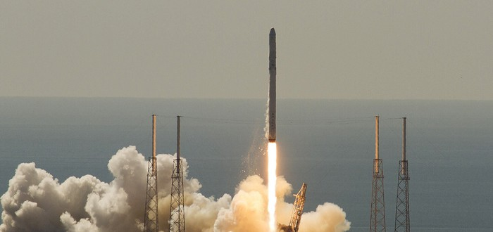 SpaceX впервые успешно посадила ракету на баржу