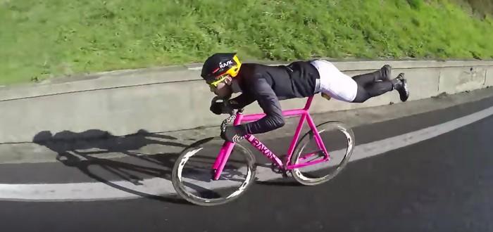 Велосипедист прикинулся суперменом, обошел конкурентов
