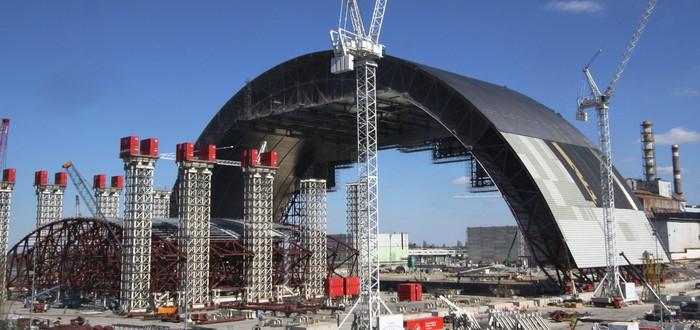 Как устанавливали бетонный щит над реактором в Чернобыле