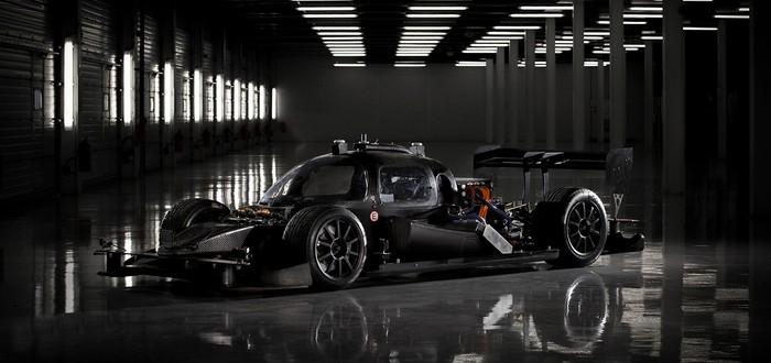 Автономный гоночный болид делает круг на максимальной скорости