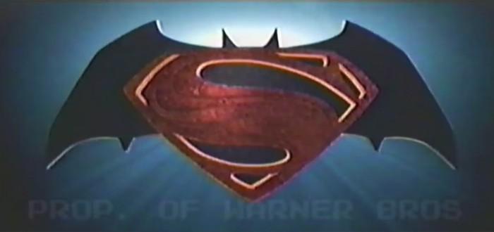 """Трейлер """"Бэтмен против Супермена"""" — версия 90-ых годов"""