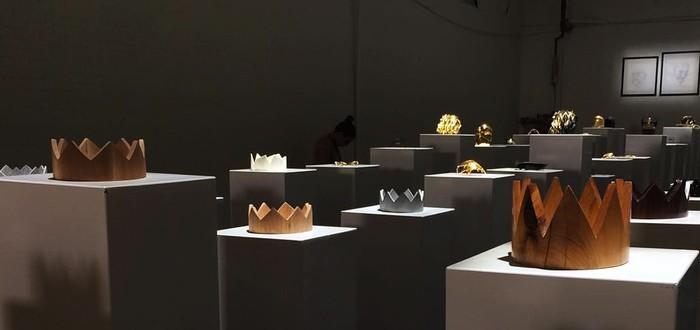 Посмотрите, как женщина разрушает предметы искусства на $200 тысяч, снимая селфи