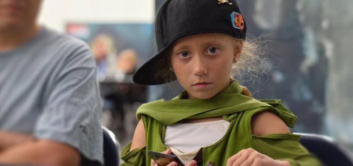 Семилетняя девочка надирает задницы взрослым геймерам Magic: The Gathering