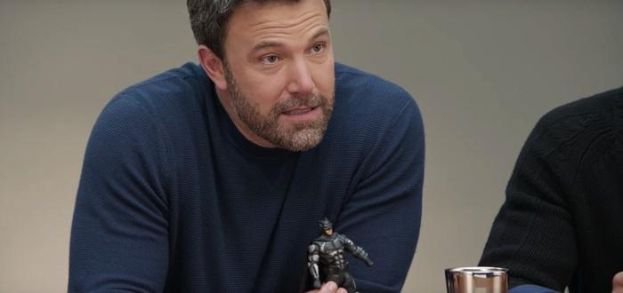Даже с игрушечным Бэтменом в руках Бен Аффлек выглядит несчастно