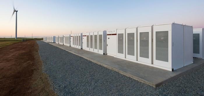 Илон Маск построил супермощную батарею за 100 дней