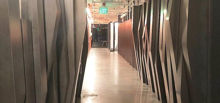 Новые стены офиса Valve — заборы из Half-Life 2