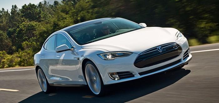 Водителю Tesla на пассажирском сиденье запрещено ездить по шоссе