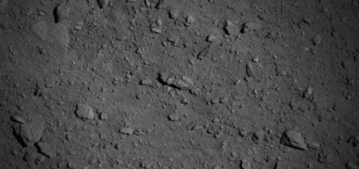 Японский аппарат все ближе к астероиду — новое фото