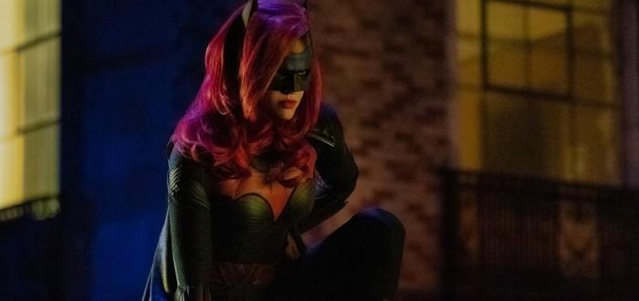 Бэтвумен и прожектор Бэтмена в новом тизере кроссовера CW