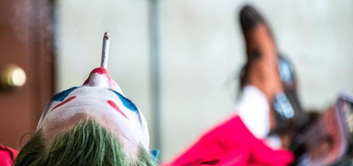 Танцующий Хоакин Феникс в образе Джокера