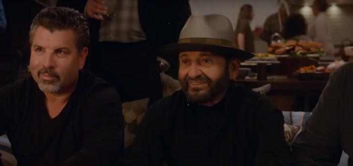 """Джо Пеши смотрит рекламу """"Один дома"""" в рекламе """"Один дома"""""""