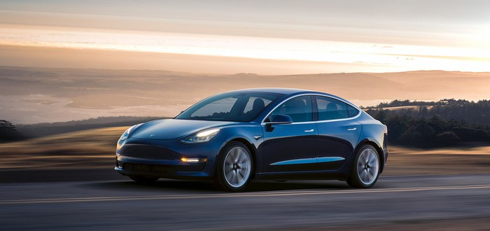 Илон Маск обещает сделать Tesla полностью автономными в течение года