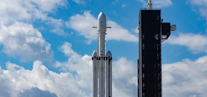 SpaceX успешно запустила Falcon Heavy и посадила все ускорители