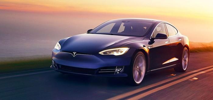 Кто-то впервые снял порно в Tesla на автопилоте
