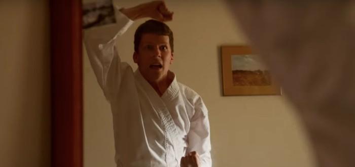 Джесси Айзенберг учится самообороне в новом трейлере чёрной комедии The Art of Self-Defence