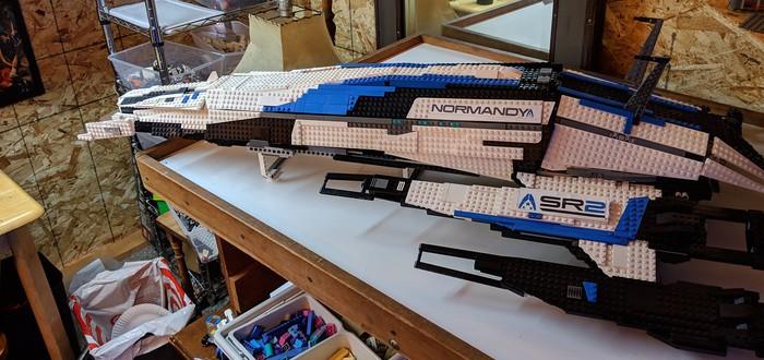 """Фанат Mass Effect создал потрясающую копию """"Нормандии"""" из Lego"""