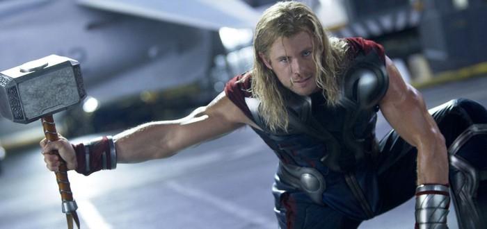 Крис Хемсворт коллекционирует оружие Тора — у актера уже пять молотов и секир