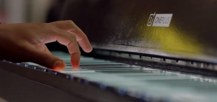 OnePlus сделала пианино с 17 смартфонами вместо клавиш